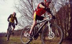 bisiklete-binmek-kalcalari-kalinlastirir-mi