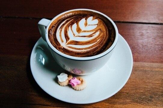 Film izleme keyfinizi 2 katına çıkarmak ister misiniz? O zaman, kahve hazırlamaya koşun!!