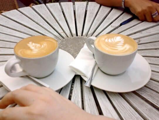 İster dostlarla sohbet, ister arkadaşlarla geyik söz konusu olsun. Yanında kahvesiz eksik kalmaz mı?