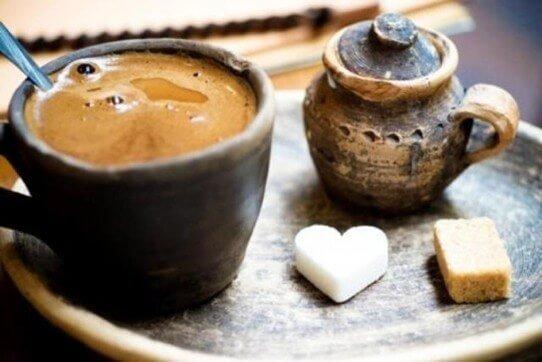 Kahve ile gelen sevgili candır.. Al onu, bir daha da bırakma!! <3<3