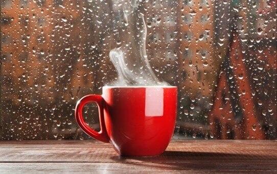 Yağmurlu havalar ve kahve.. Romantizm, huzur, rahatlık..